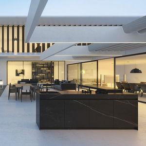 cucina moderna / in pietra ricostituita / in acciaio inox / in alluminio