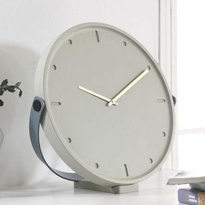 orologi moderni / analogici / a muro / da tavolo