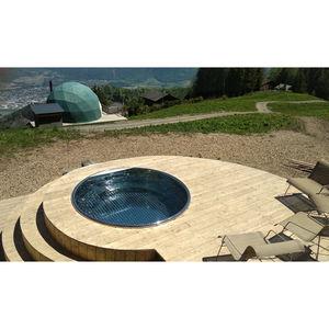 vasca per bagni caldi all'aperto in legno