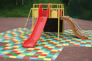 pavimento in gomma / per parco giochi / a quadrotte / testurizzato