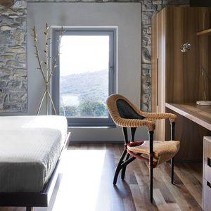 sedia moderna / con braccioli / in rattan / in legno