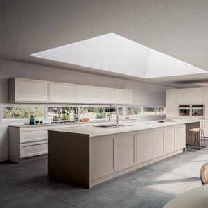 cucina moderna / in frassino / in legno massiccio / con isola