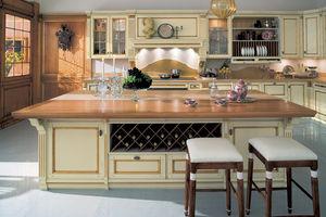 cucina in stile / in legno laccato / con isola / con impugnature