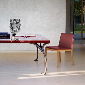 sedia moderna / imbottita / con braccioli / in pelle