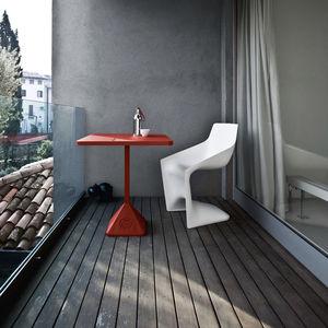 tavolo da bistrot moderno / in ghisa / in ferro / quadrato