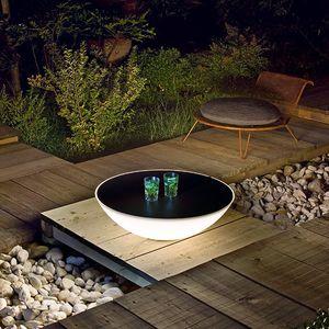 tavolino basso moderno / in polietilene / con supporto in metallo / tondo