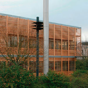 frangisole in legno / per facciata / verticale / orientabile