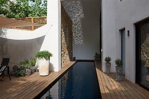 piscina interrata / in calcestruzzo / in legno / su misura