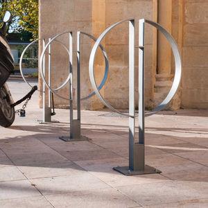 rastrelliera per biciclette in acciaio