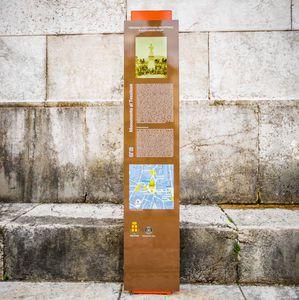 totem di segnalazione / per spazio pubblico