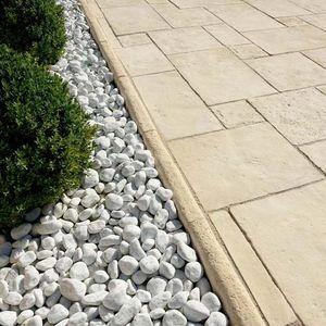 cordolo da giardino / in pietra ricostituita / lineare