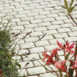 pavimentazione in pietra ricostituita / per pedoni / anticata / da esterno