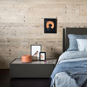 comodino moderno / in legno laccato / in quercia / in olmo