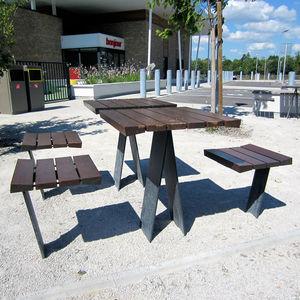 tavolo da picnic classico / in legno / con supporto in acciaio galvanizzato / quadrato