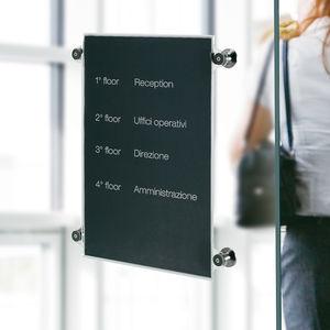 cartello segnaletico di orientamento