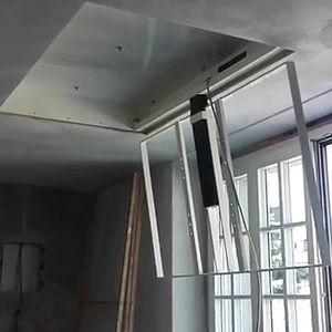 supporto per TV da soffitto moderno