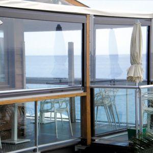 tenda da sole verticale / a motore / per terrazza / bianca
