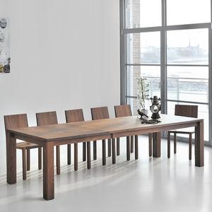 tavolo da pranzo design scandinavo / in quercia / in noce / in legno massiccio