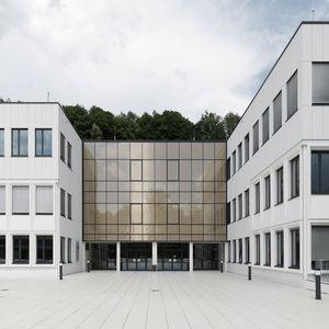 rivestimento di facciata in pannelli / in composito cemento vetro / in calcestruzzo / opaco