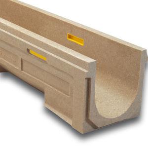 canaletta in calcestruzzo a polimeri / con griglie / con pendenza / per parcheggio