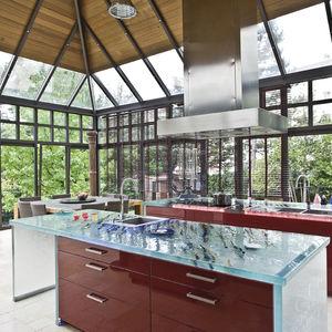 cucina moderna / in vetro / con isola / a L