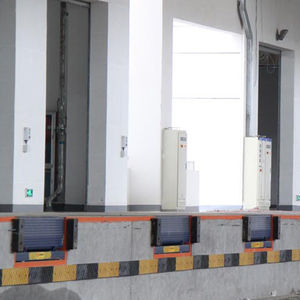rampa d'accesso in acciaio galvanizzato / per superamento soglia