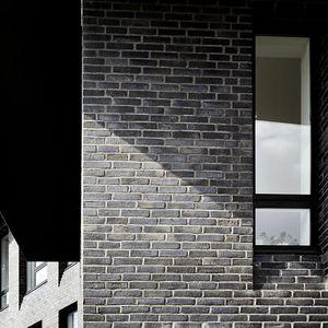 mattone pieno / per facciata / a rilievo