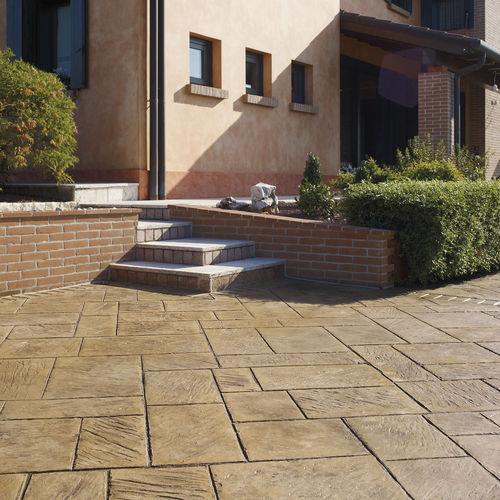 pavimentazione in calcestruzzo stampato / per spazi pubblici / testurizzata / effetto lastricato