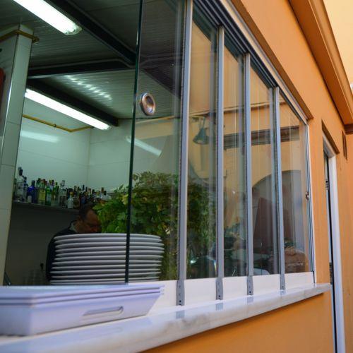 finestra scorrevole impilabile / in alluminio / di sicurezza / su misura