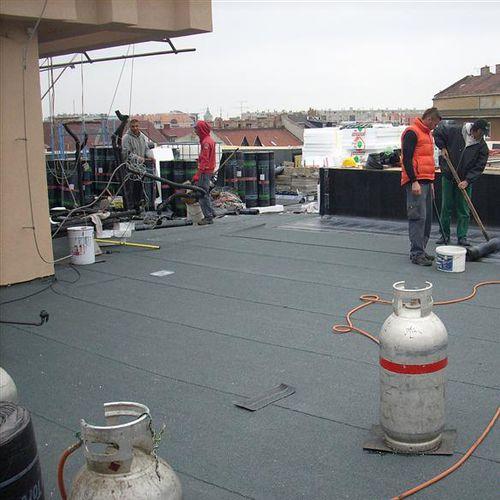 membrana impermeabilizzante per tetti / per fondazione / in rotoli / autoadesiva