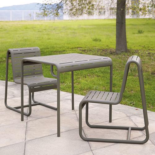 sedia da giardino moderna