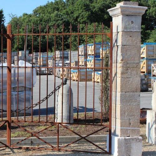 pilastro per recinzione in pietra