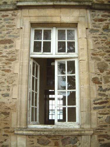 cornice di finestra in pietra