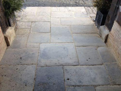 pavimentazione in pietra calcarea