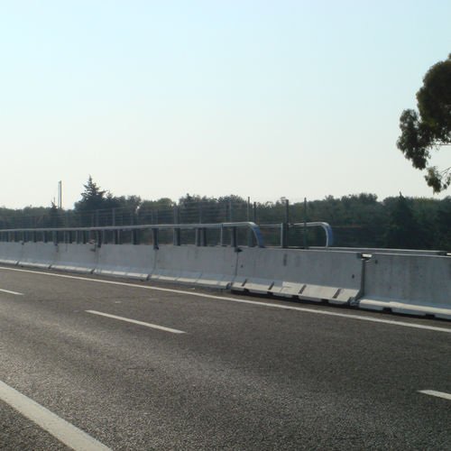 guard-rail in calcestruzzo / per costruzione di ponti