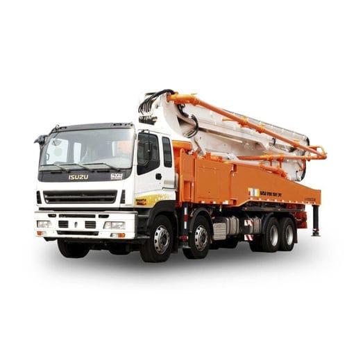pompa per calcestruzzo montata su camion