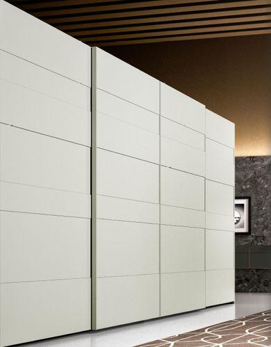 armadio moderno / in legno laccato / a porte scorrevoli