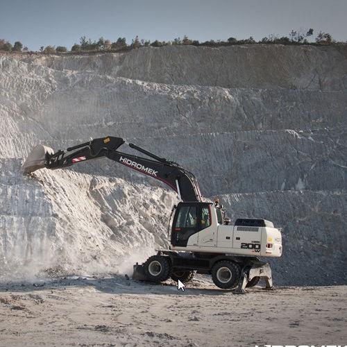 escavatore gommato / a basso consumo di carburante / girevole / per cantiere