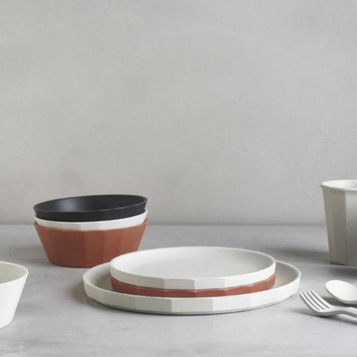 piatto piatto / tondo / in fibra di bambù / in plastica