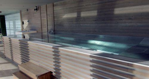 spa per nuoto controcorrente fuoriterra / rettangolare / multiposto / in mosaico