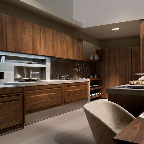 cucina moderna / in legno massiccio / in noce / fatta a mano