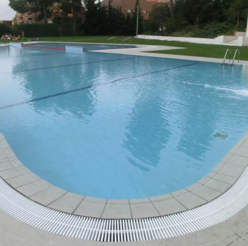 piscina interrata / in calcestruzzo / in gres porcellanato / contract