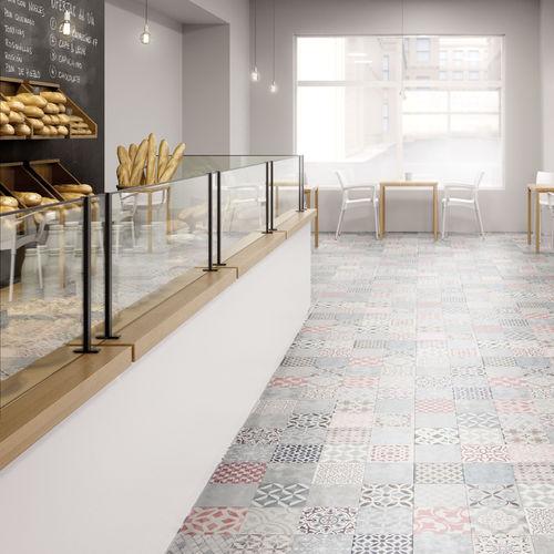 pavimento laminato in legno / da incollare / aspetto piastrelle / per uso residenziale