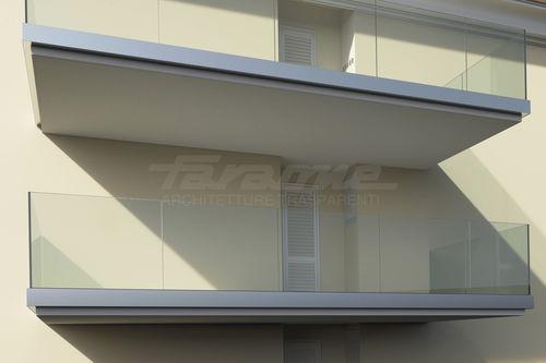 balcone pannelli in vetro