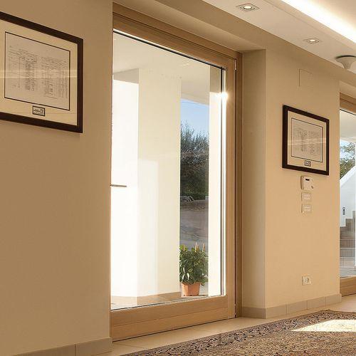 porta finestra battente / in legno / in alluminio / con tenda veneziana integrata