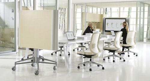 tavolo da riunione moderno / in legno / rettangolare / con presa di corrente integrata