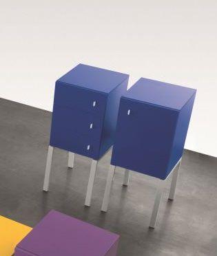 cassettone con piedi alti / moderno / in legno laccato / per bambini