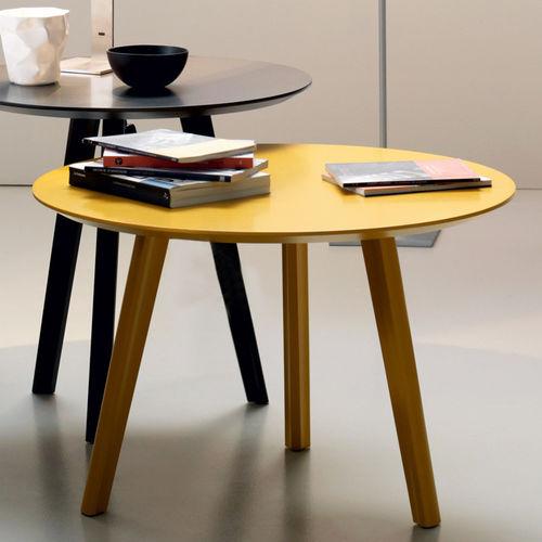 tavolo d'appoggio moderno / in MDF laccato / con supporto in faggio / tondo