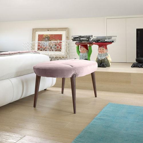 divanetto imbottito classico / in tessuto / in legno / da interno