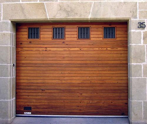 porta sezionale per garage / in legno massiccio / automatica